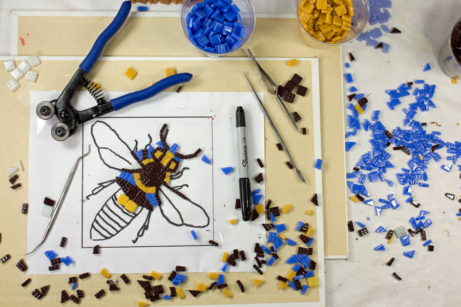 Tile on pattern for mosaic bee