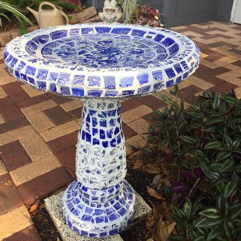 Mosaic Bird Bath Pique-Assiette